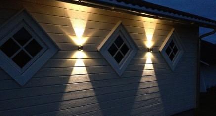 LED Double 2X1W montert på garasjevegg